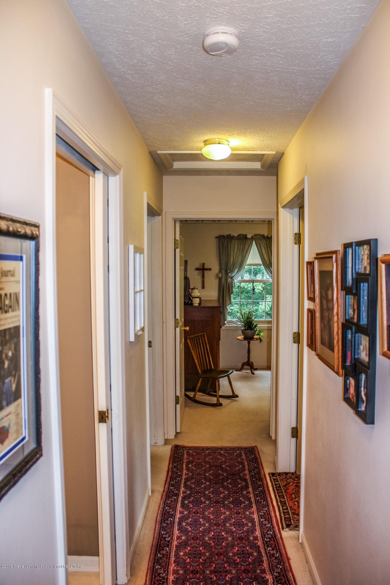 7077 Alward Rd - Hallway - 13