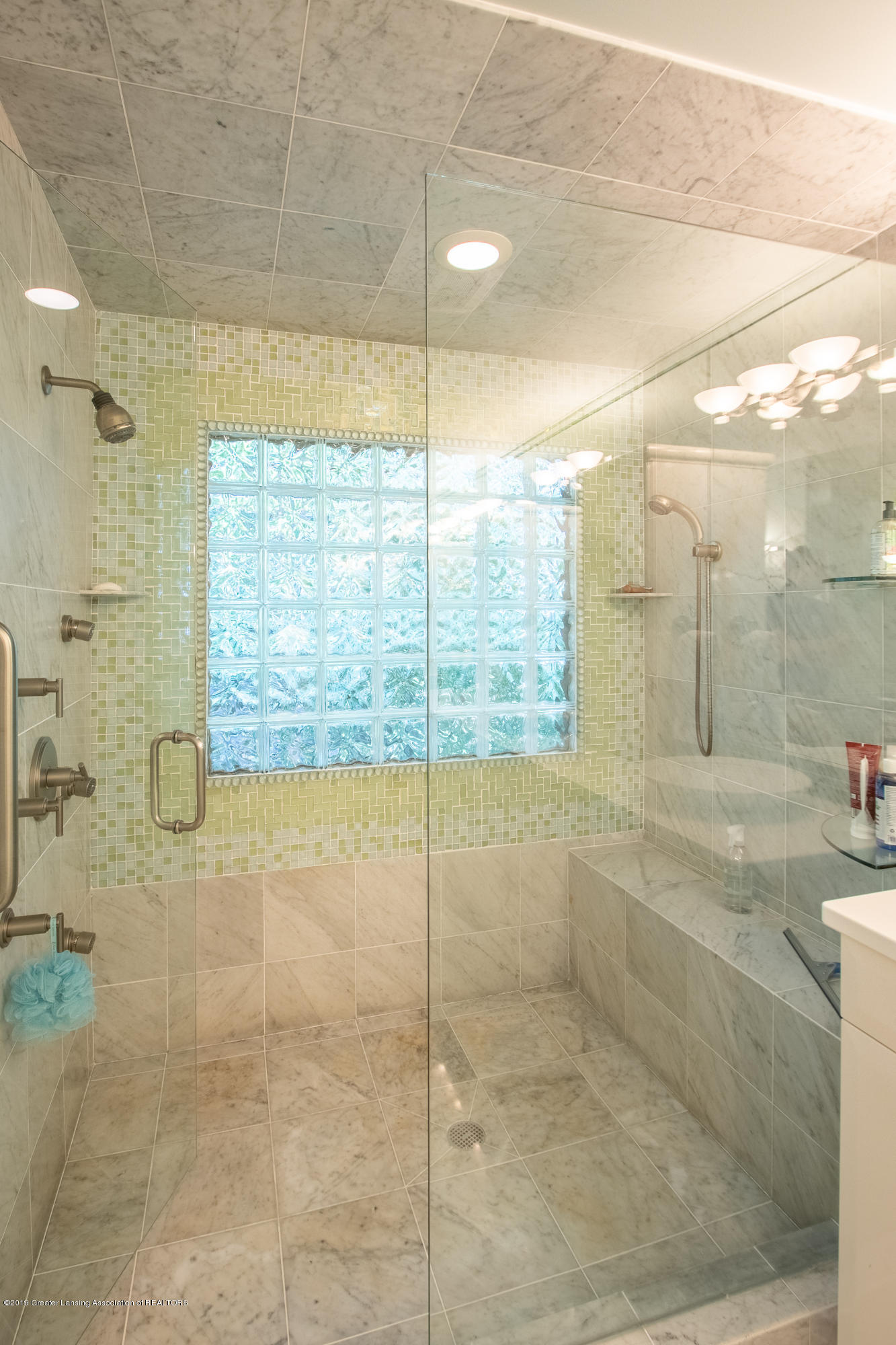 1994 Valley Brook - Double Shower Head & 3 Body Jets - 44