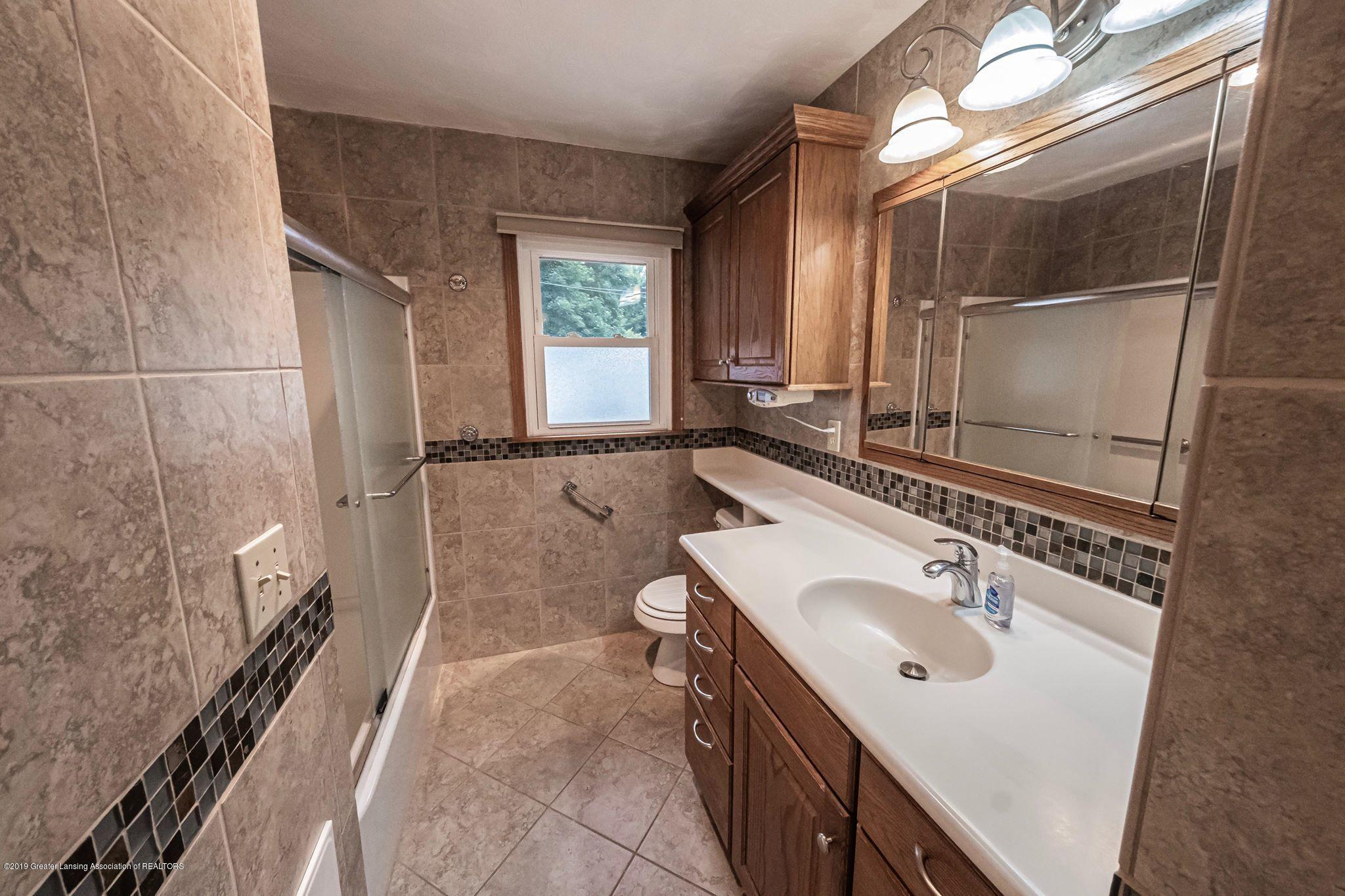 1303 Montgomery St - Full Bath - 22