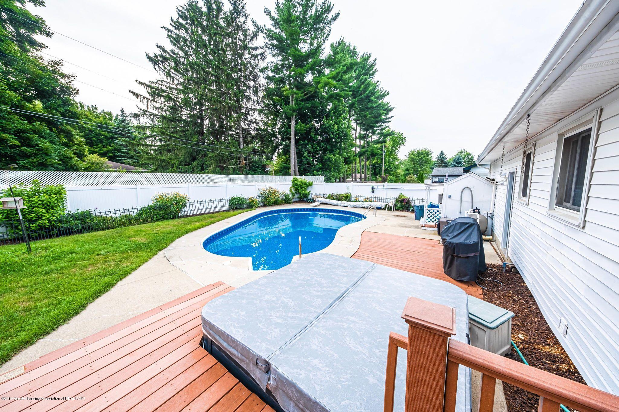 1303 Montgomery St - Hot tub and deck - 36