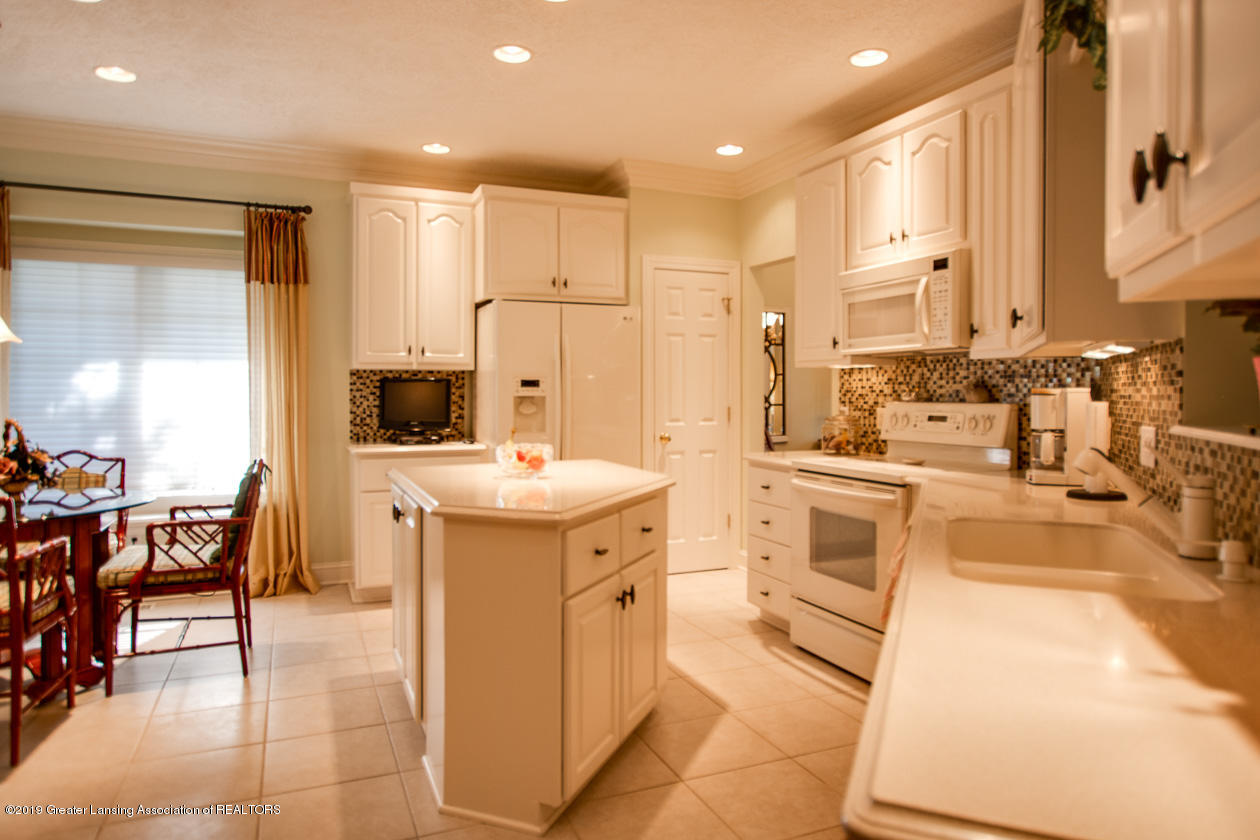 6103 E Longview Dr - Kitchen - 13