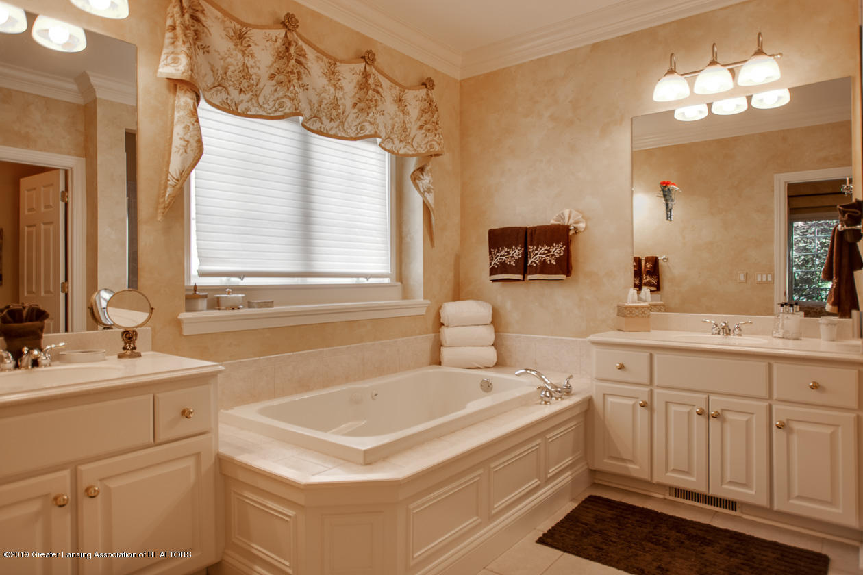 6103 E Longview Dr - Master bathroom - 18