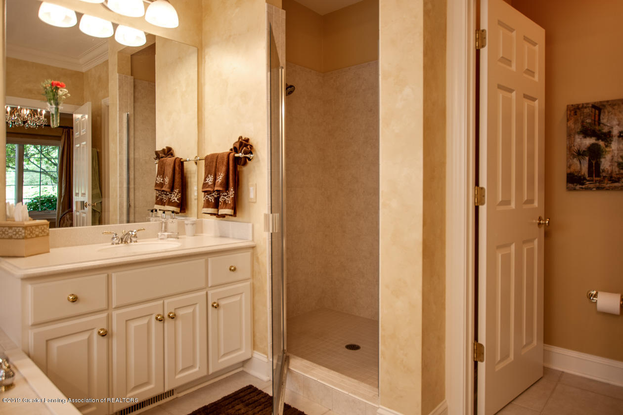 6103 E Longview Dr - Master bathroom - 19
