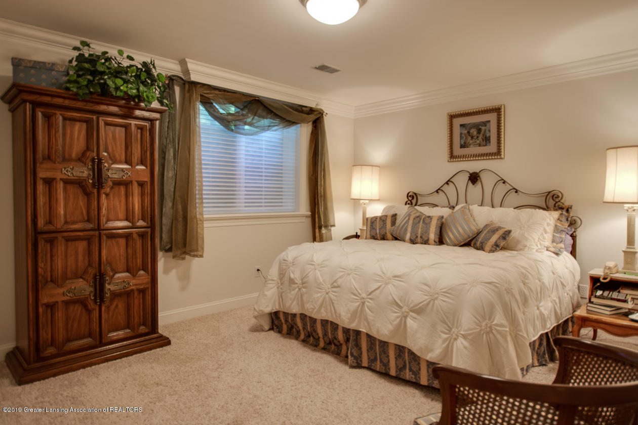 6103 E Longview Dr - Lower level bedroom - 27