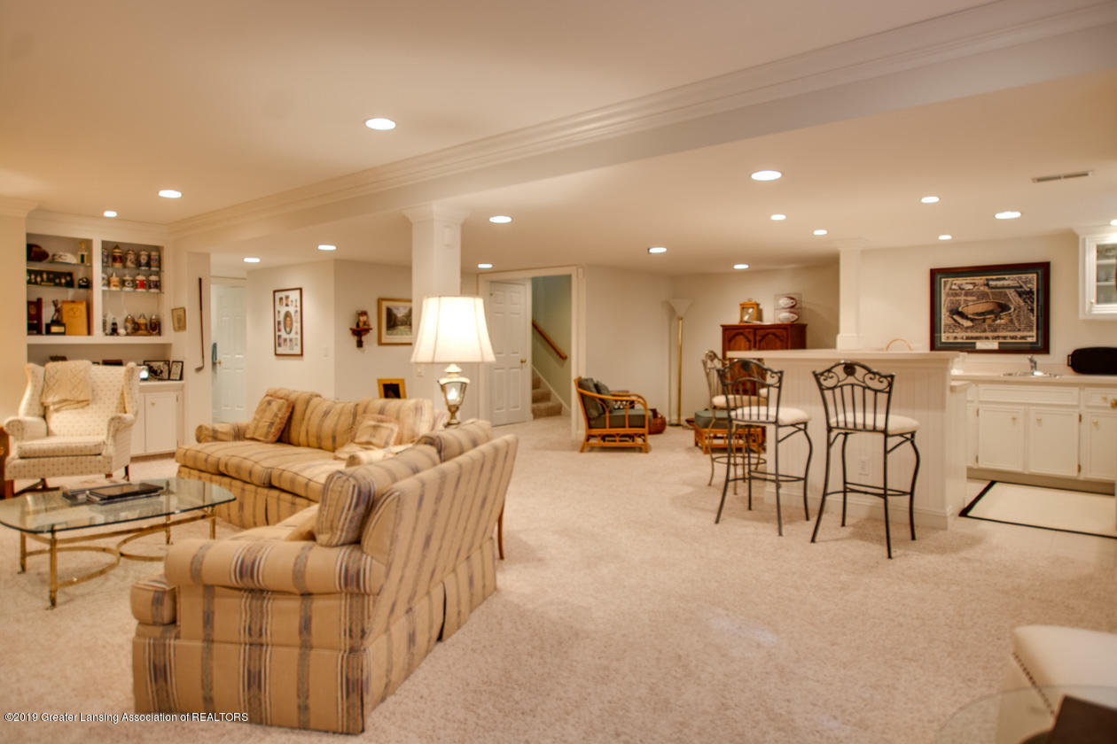 6103 E Longview Dr - Lower level family room - 23