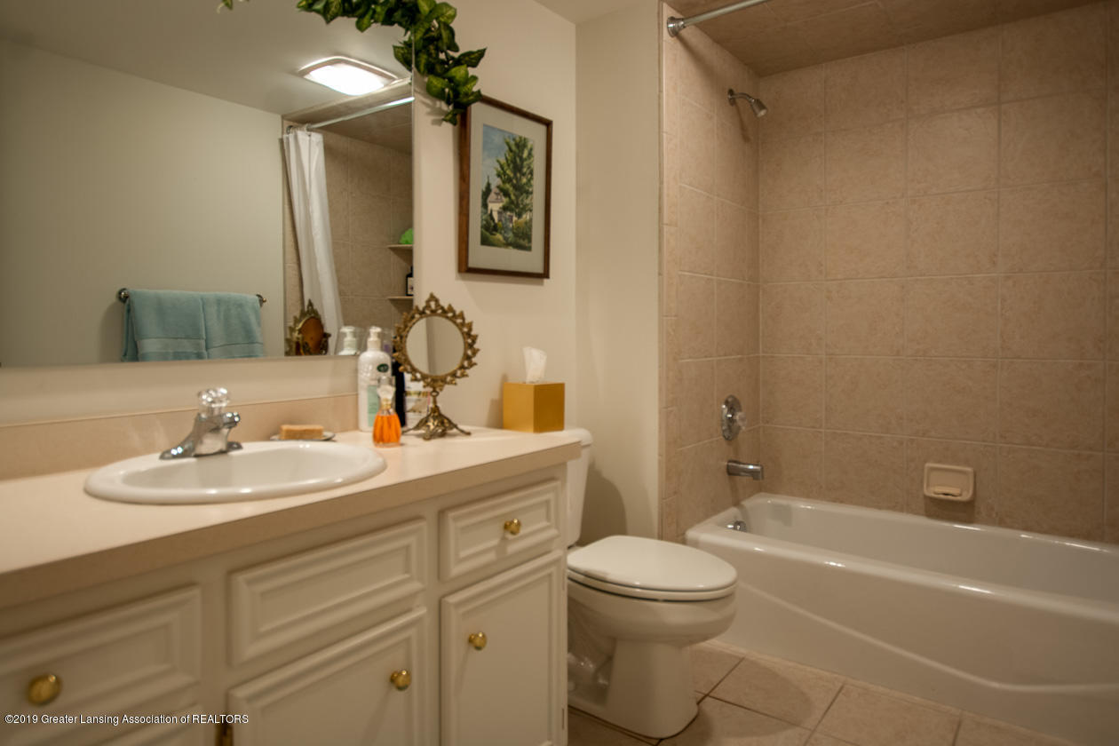 6103 E Longview Dr - Lower level bathroom - 28