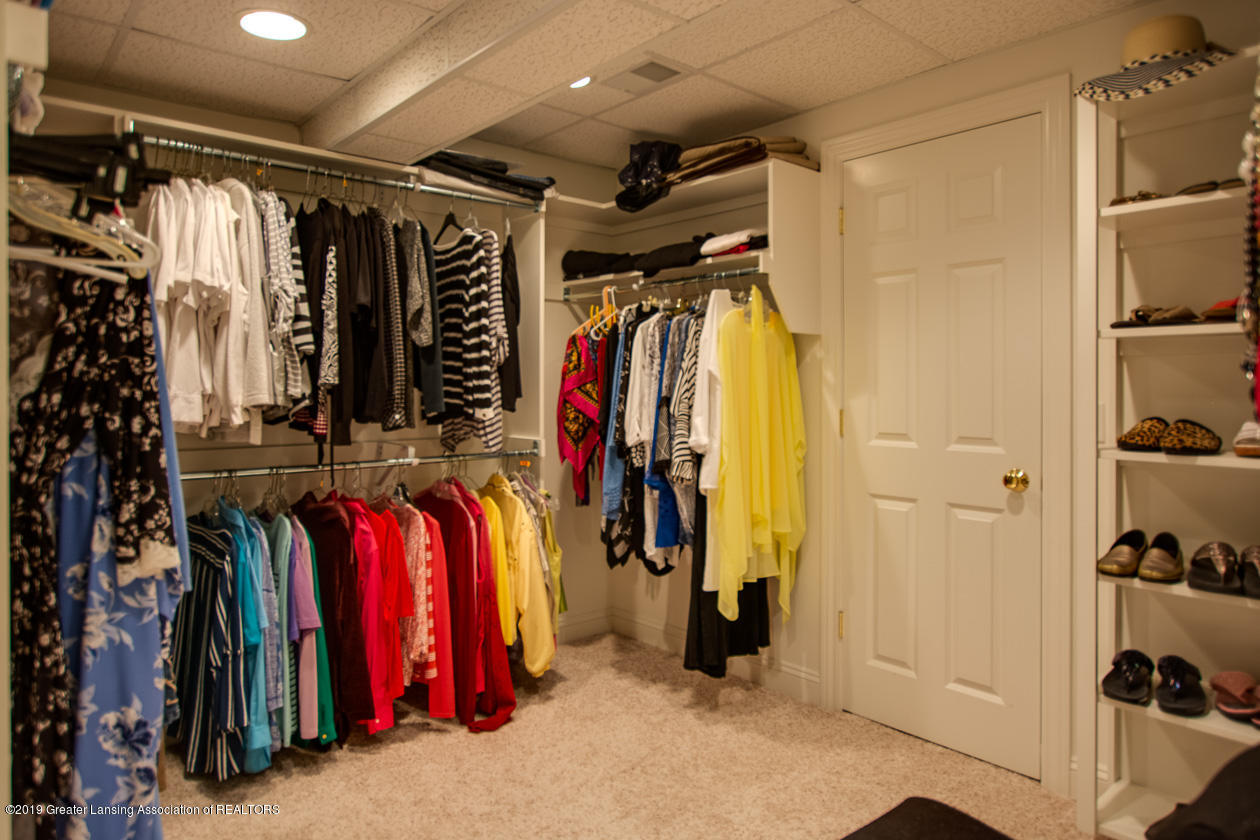 6103 E Longview Dr - Dressing room - 29