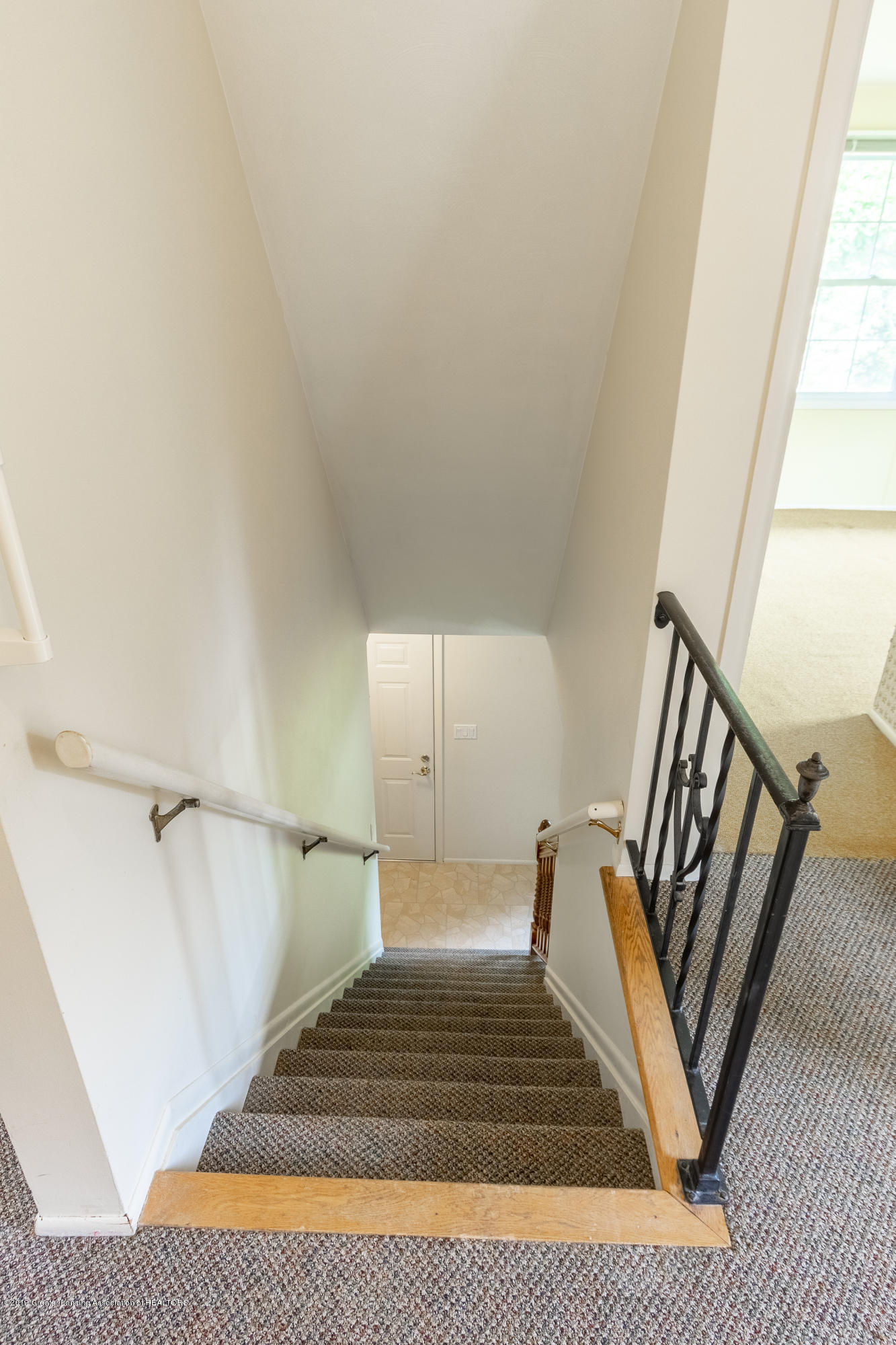 2661 Linden St - Stairs to Upper Level - 23