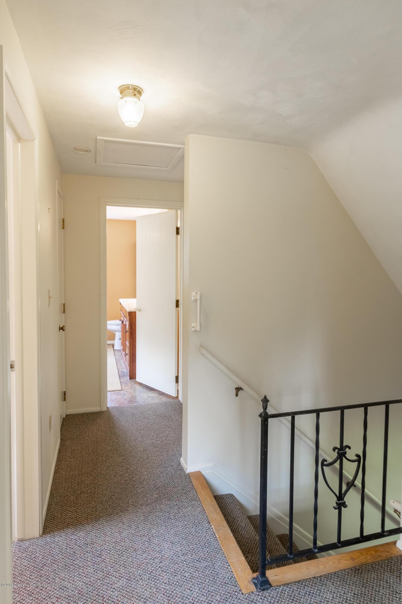 2661 Linden St - Upper Level Landing - 24