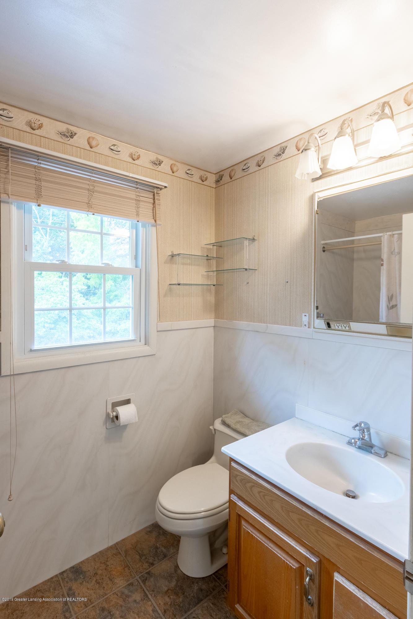 2661 Linden St - Upper Level Full Bath - 29