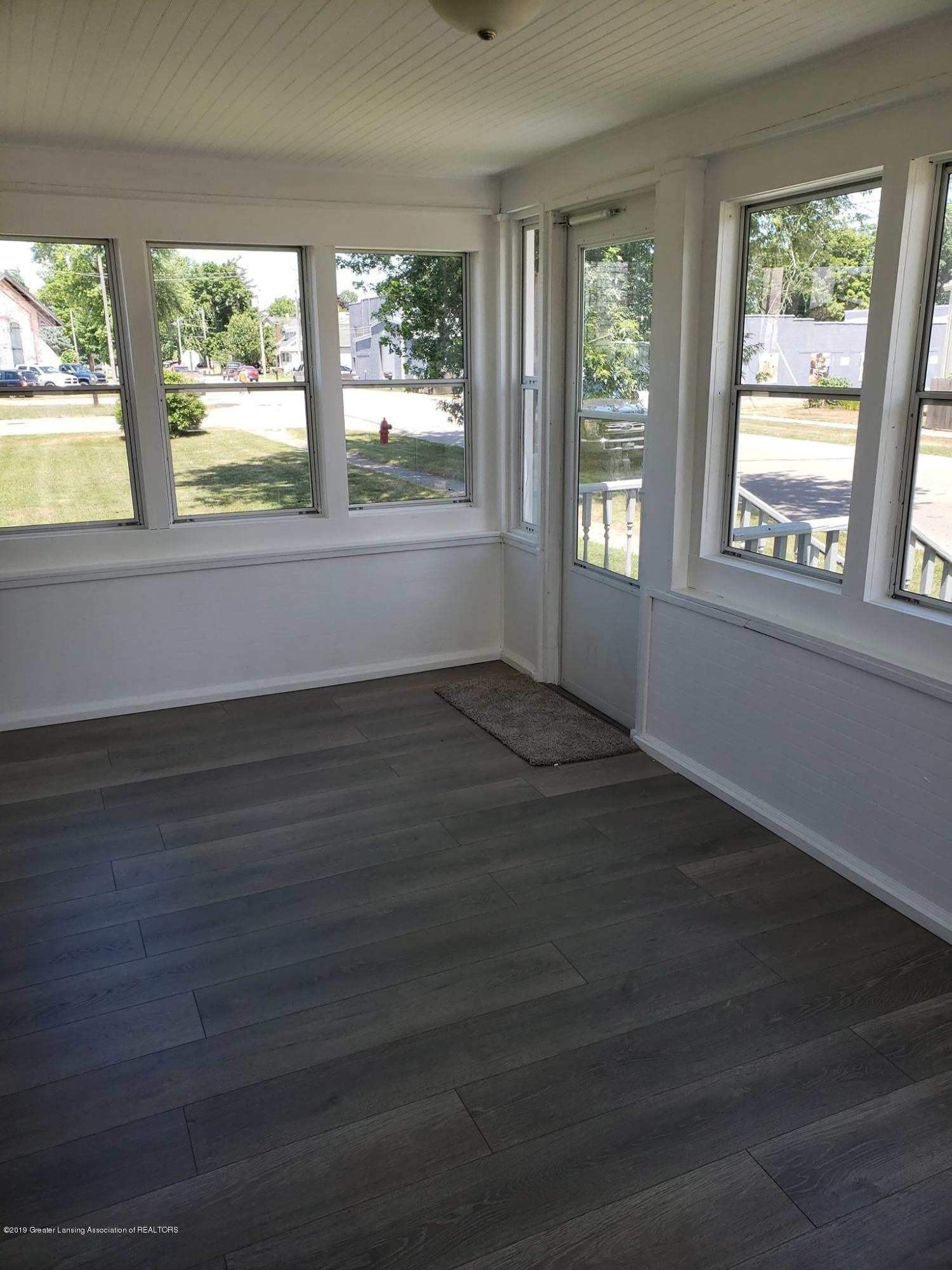 906 Hall St - Front Porch - 14