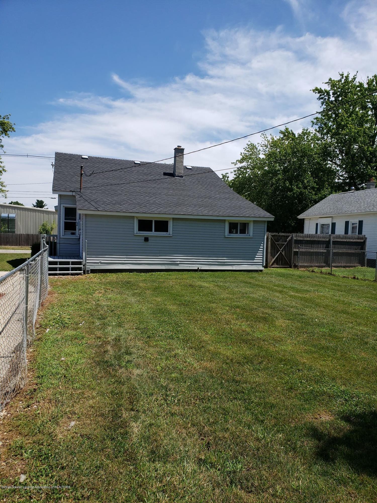 906 Hall St - Backyard - 5