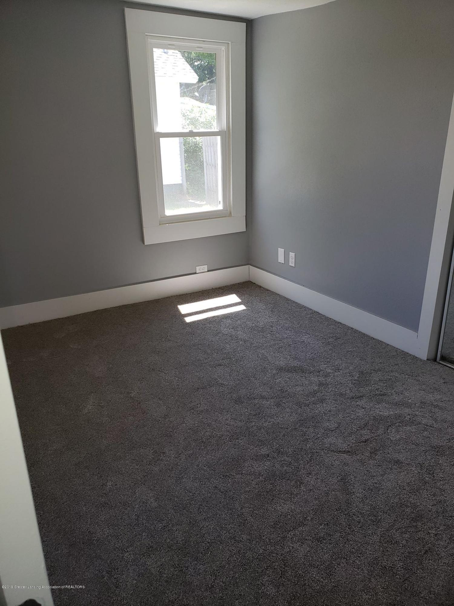 906 Hall St - Downstairs Bedroom - 22