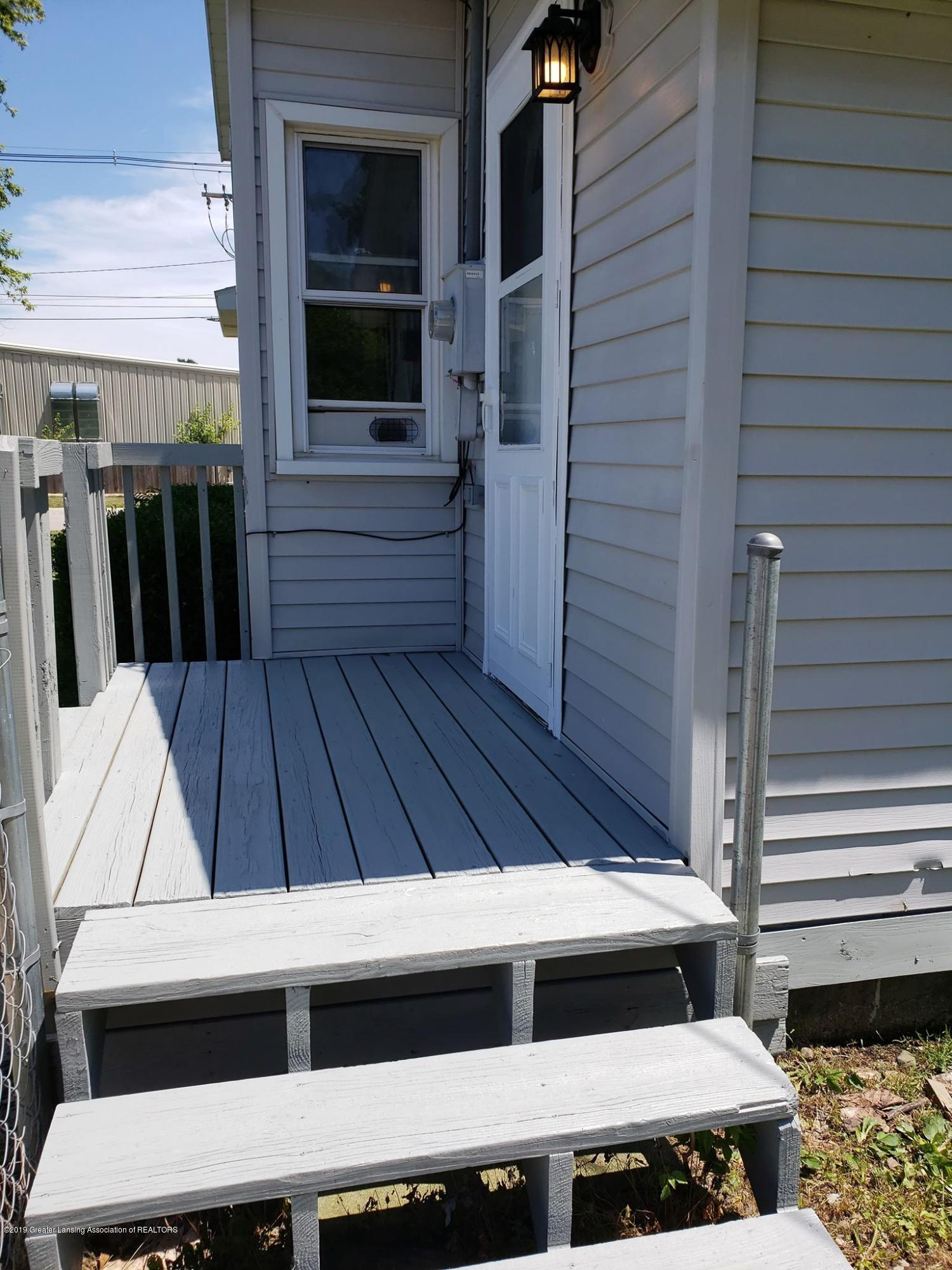 906 Hall St - Side porch - 7