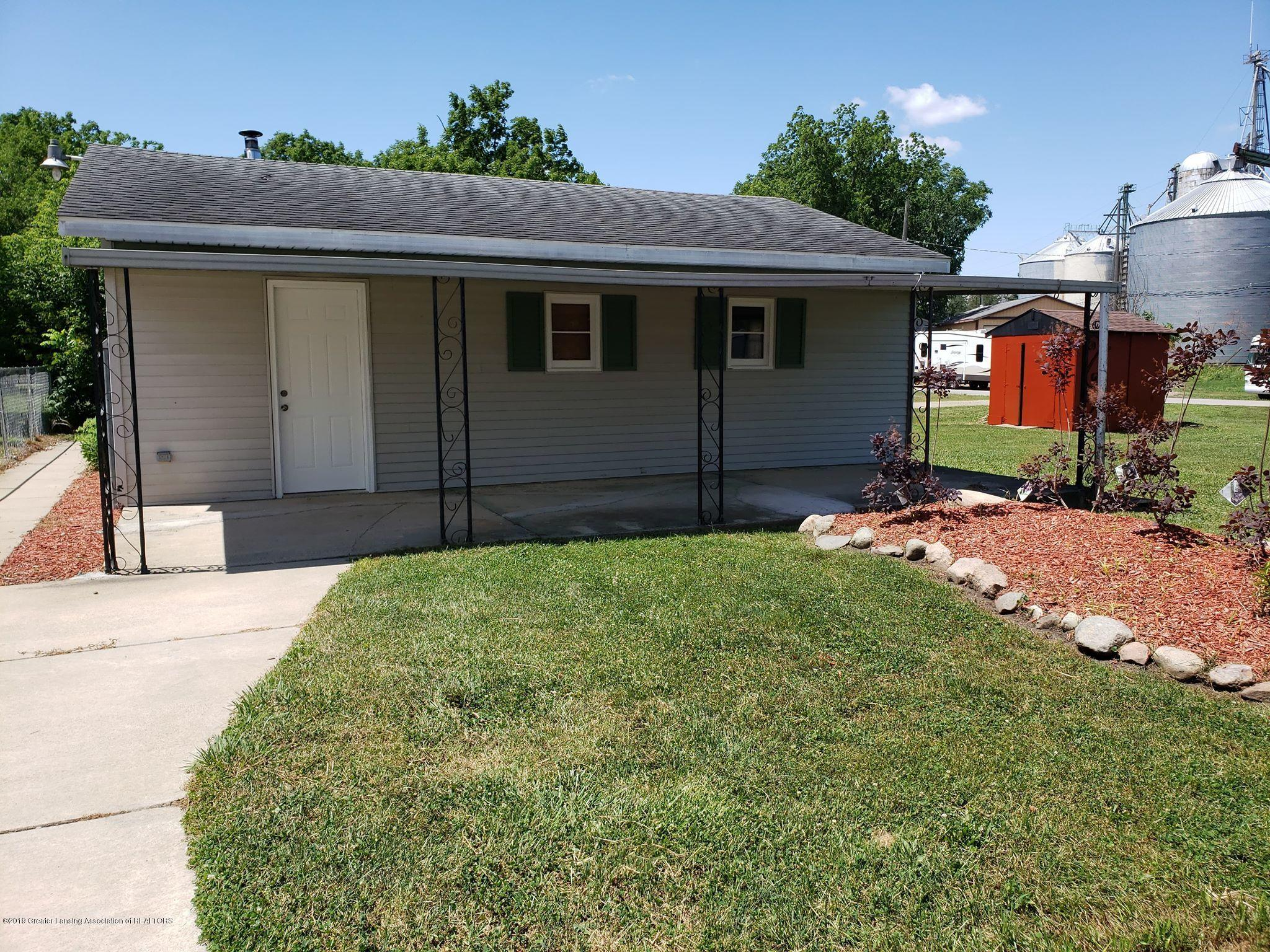 906 Hall St - garage & patio area - 11
