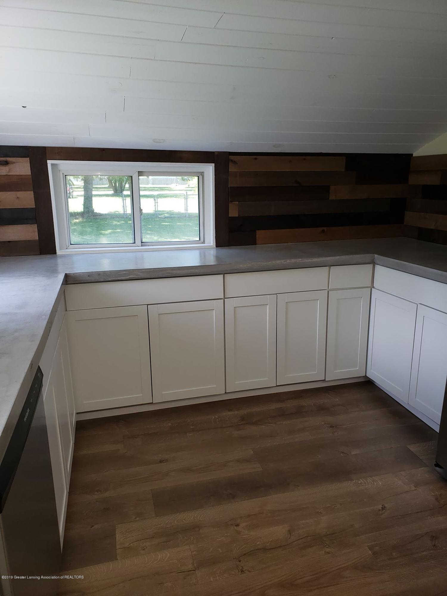 906 Hall St - Kitchen Counter - 27