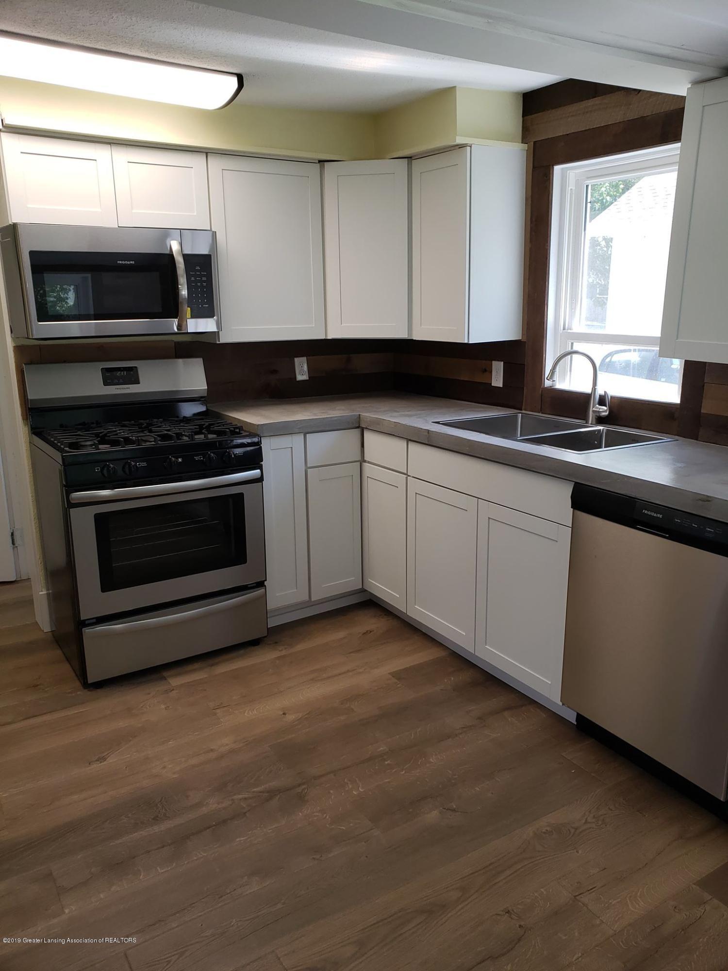 906 Hall St - Kitchen - 24