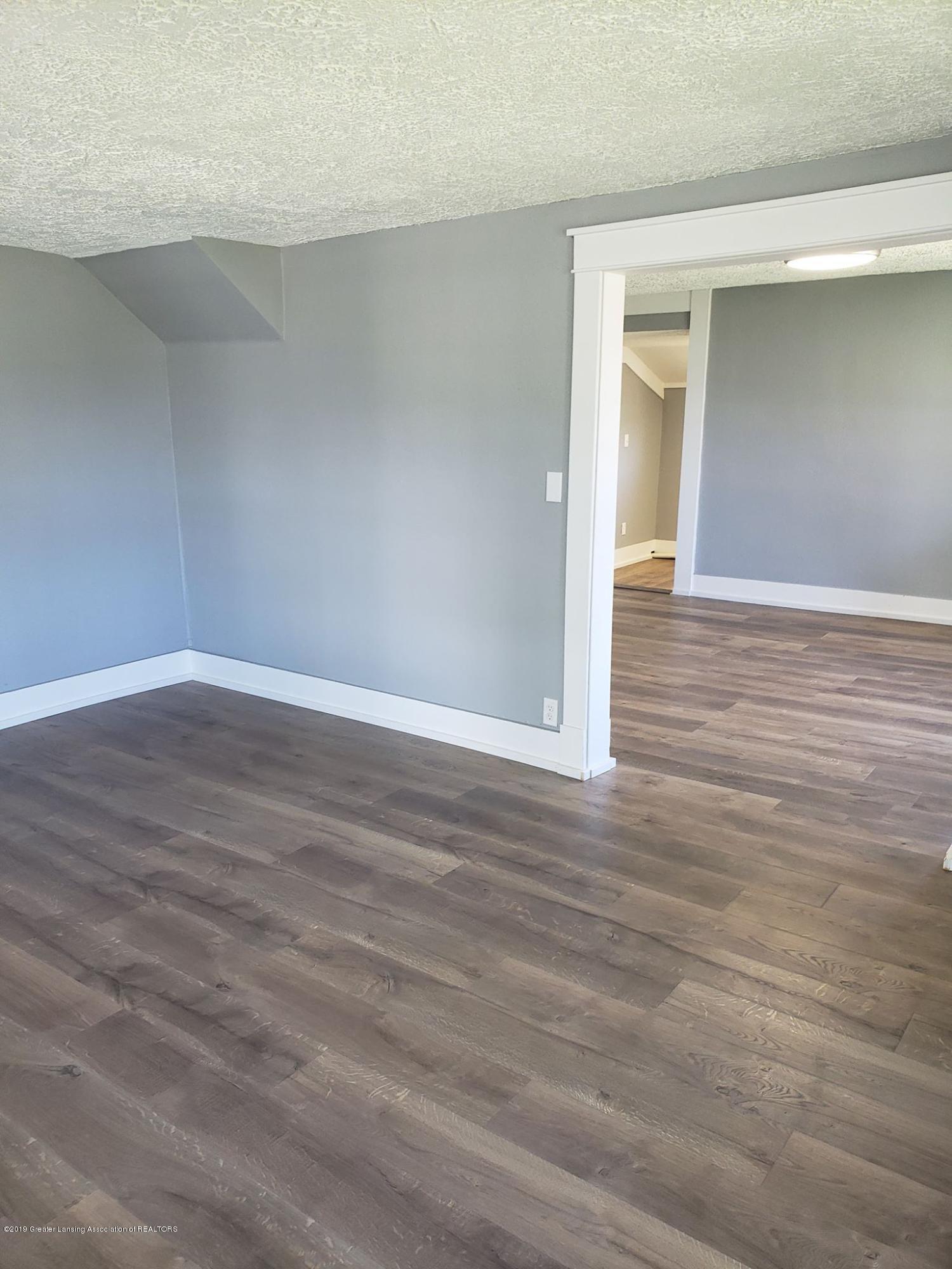 906 Hall St - Living Room - 18