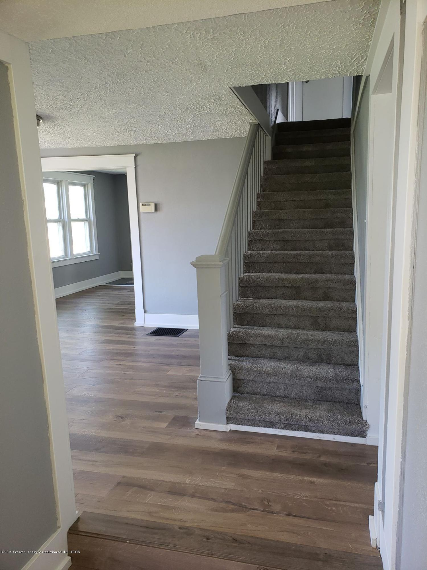 906 Hall St - Stairs to go up - 31