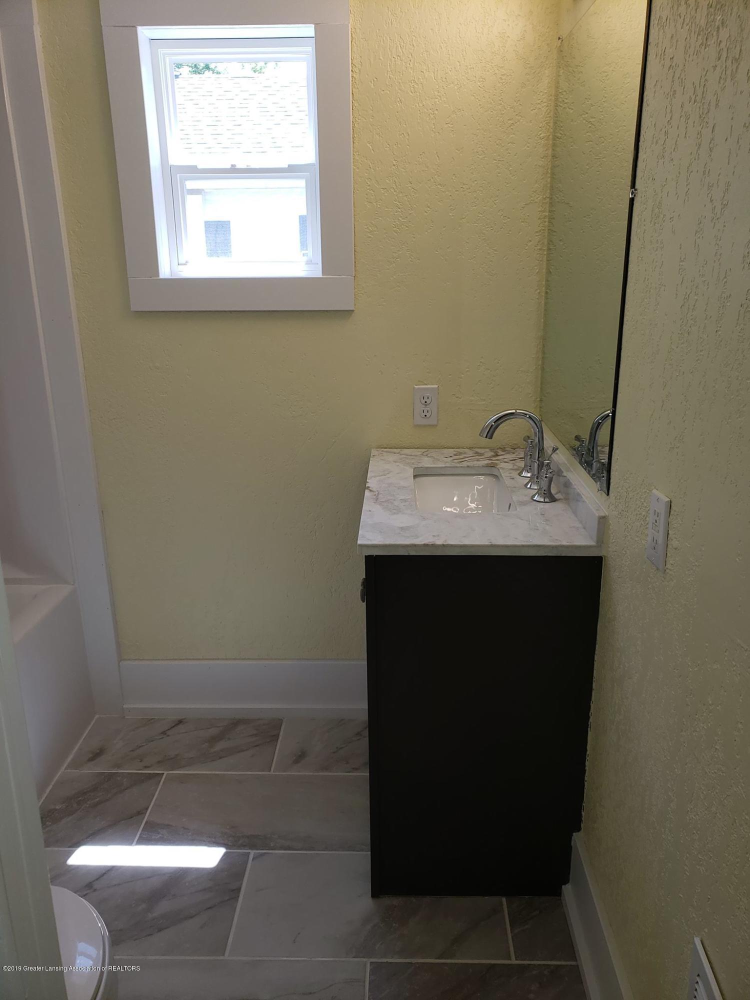906 Hall St - Bathroom - 21