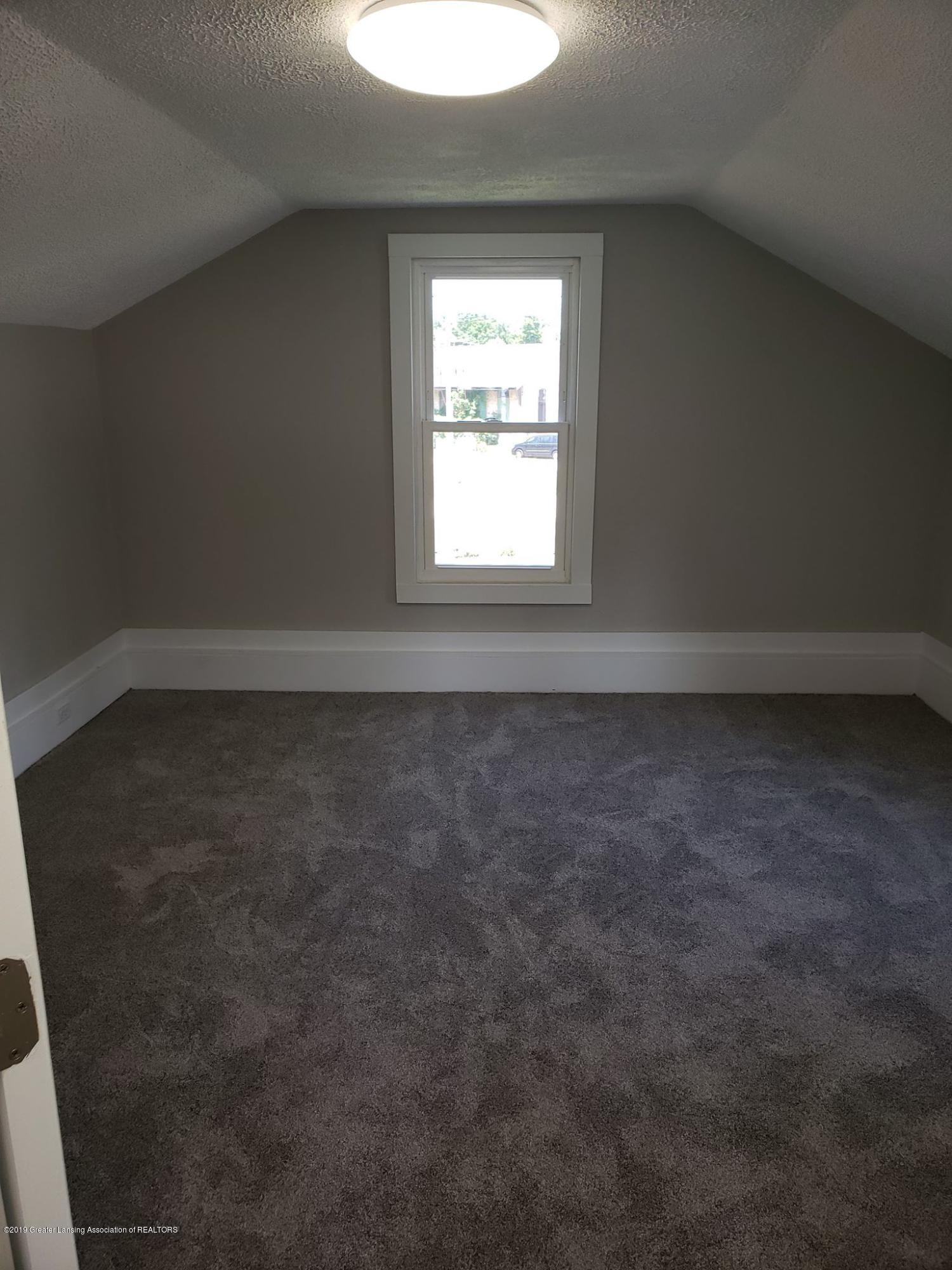 906 Hall St - Upstairs bedroom #2 - 33