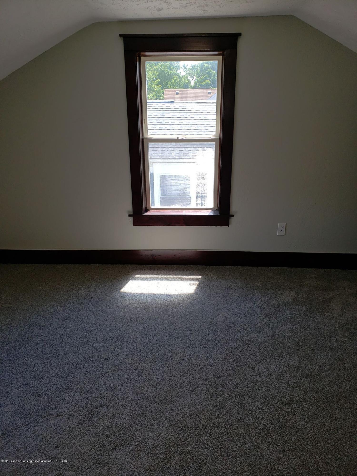 906 Hall St - Upstairs bedroom - 34