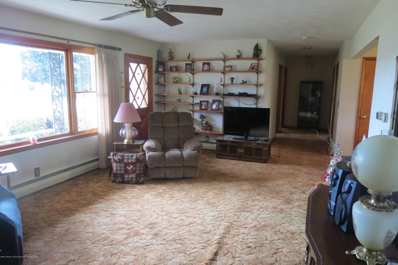 229 W Elm St - Living Room - 6