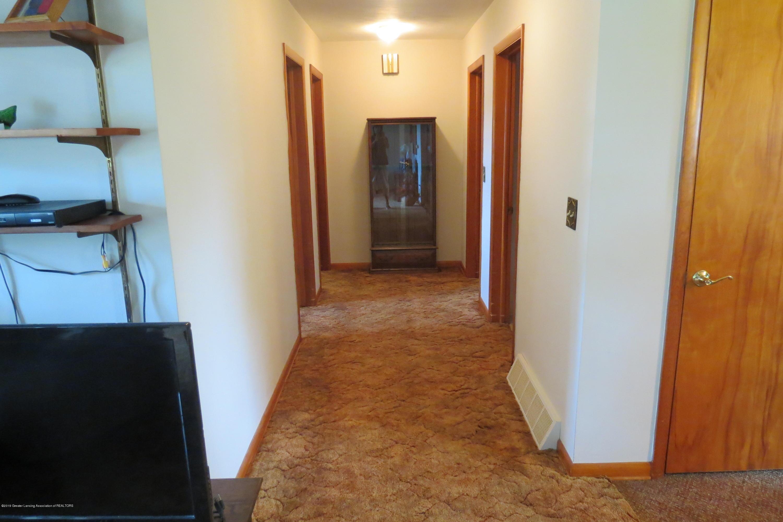 229 W Elm St - Hallway - 8