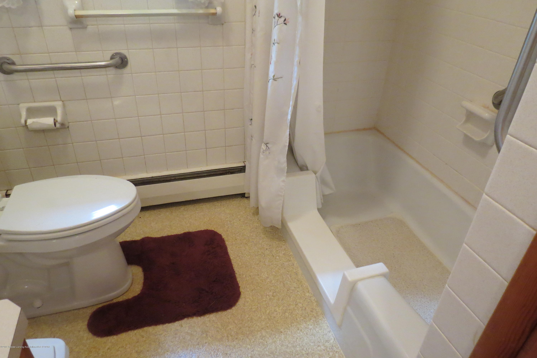 229 W Elm St - Bathroom - 10