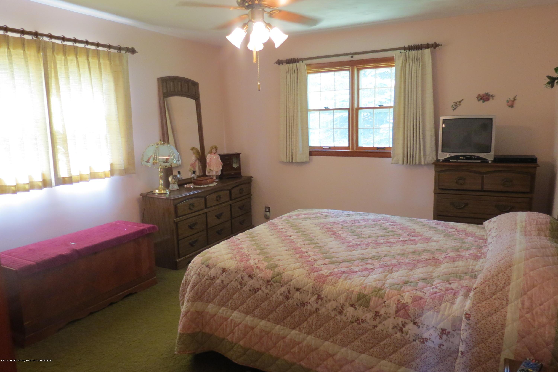 229 W Elm St - Bedroom - 13