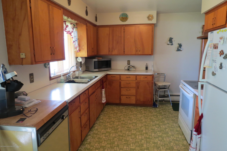 229 W Elm St - Kitchen - 2