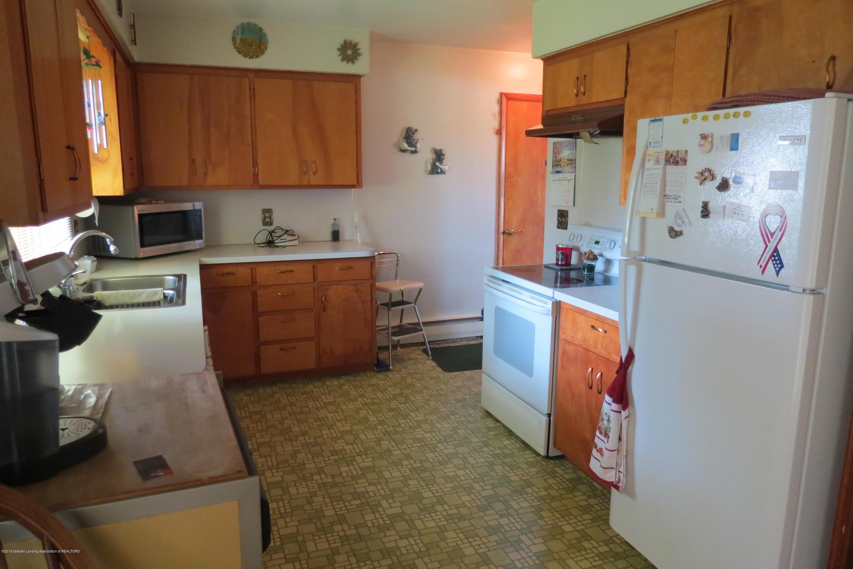 229 W Elm St - Kitchen - 3