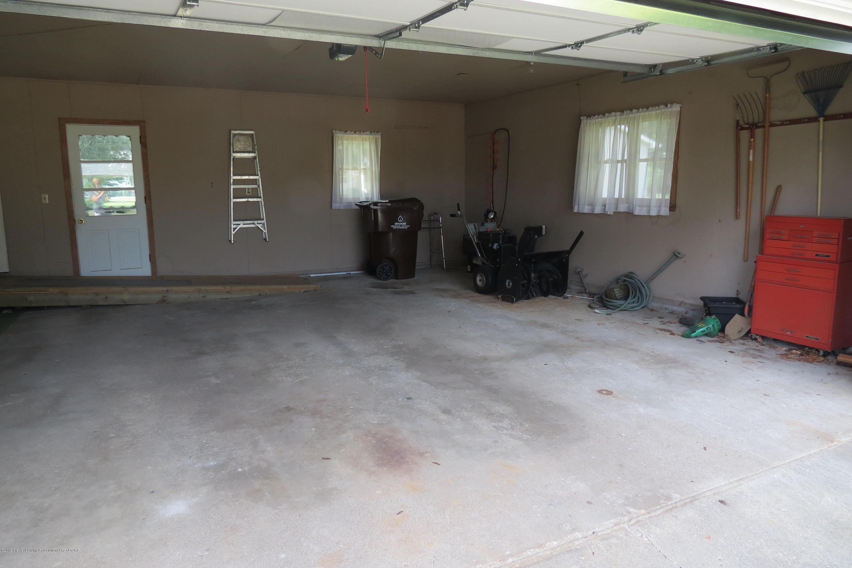 229 W Elm St - Garage - 23