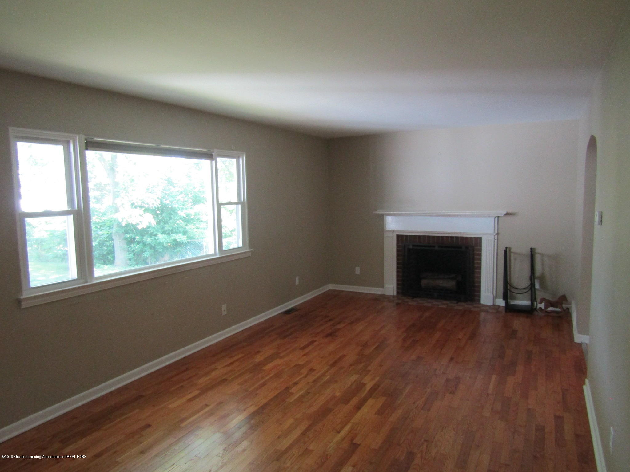 116 Western Ave - Living Room - 11