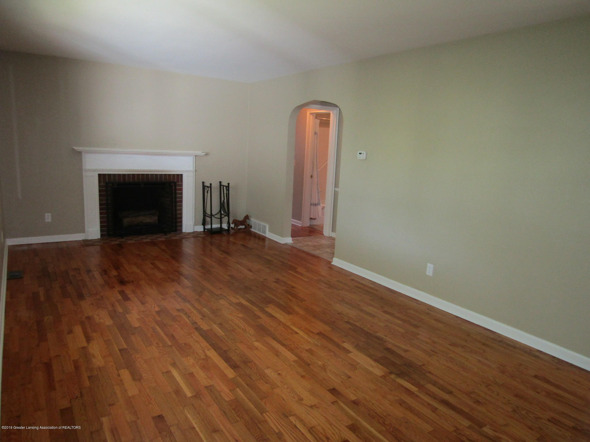116 Western Ave - Living Room - 12