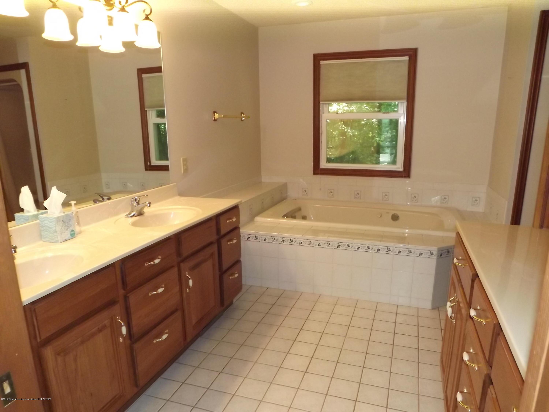 2790 12 Oaks Dr - 13 Master Bath - 13