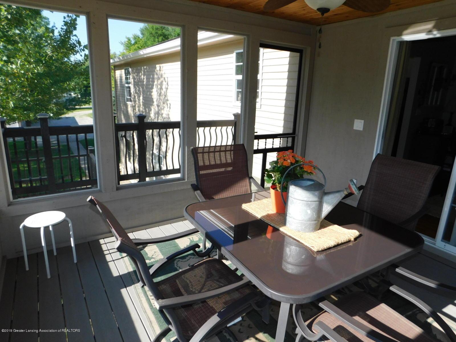 4998 State Rd - scren porch - 18