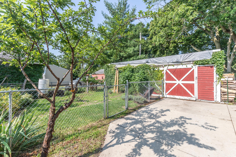 426 Allen St - Fenced In Back Yard - 32