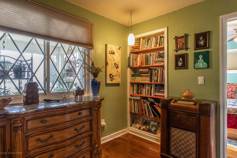 426 Allen St - Living Room - 8