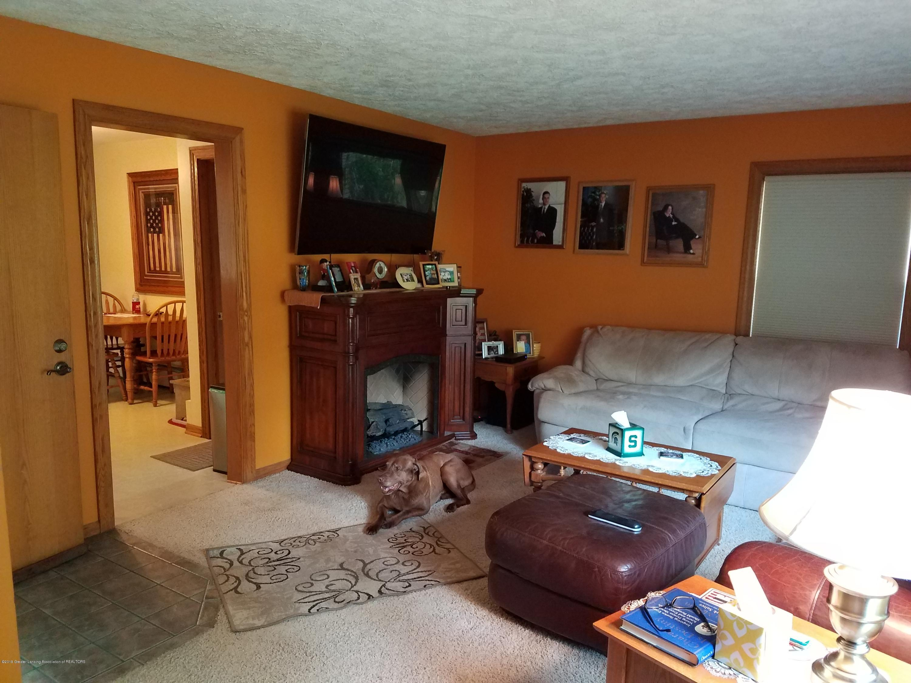 307 S Mead St - Family Room - 4