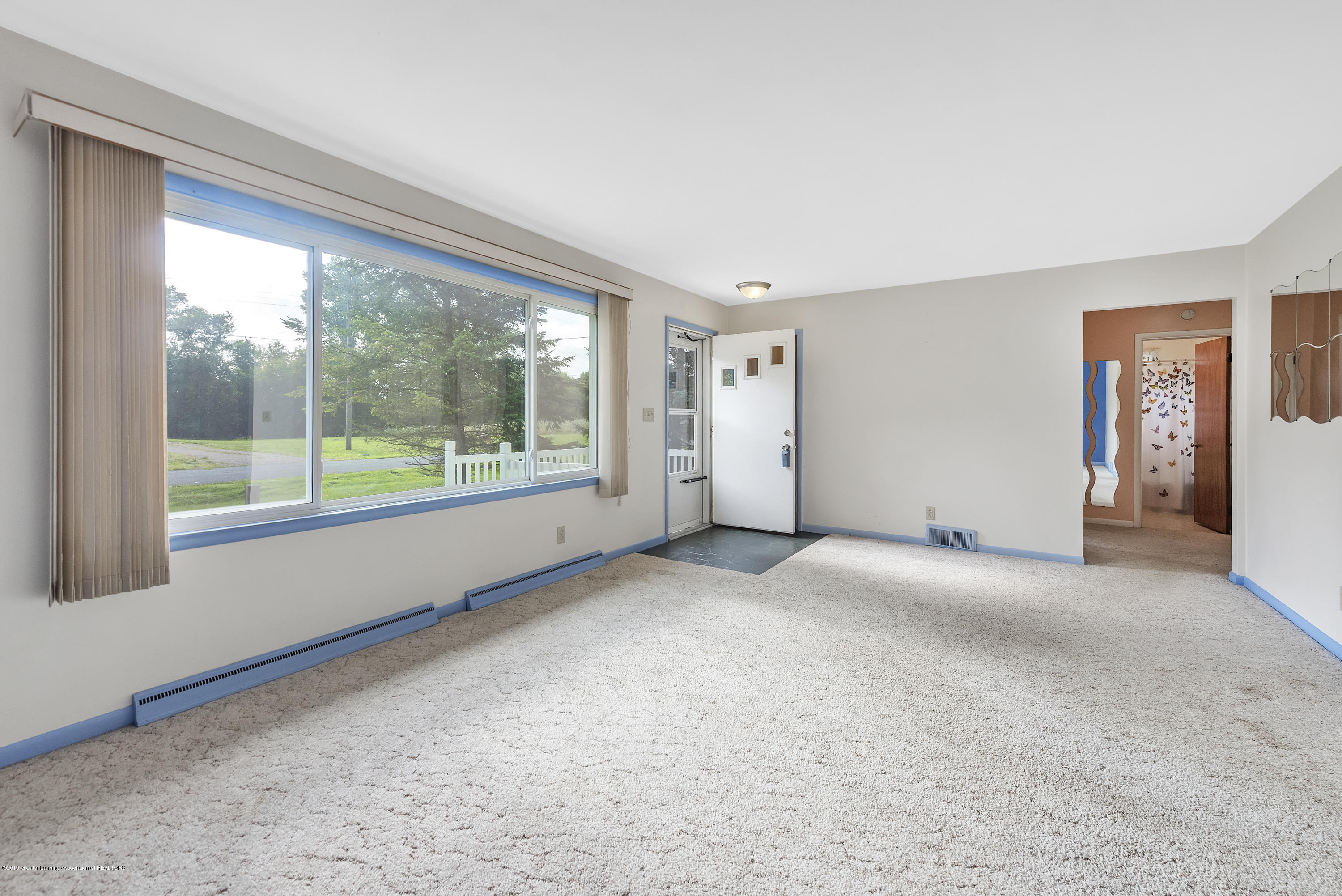 15742 Mayfield Dr - Living Room - 2