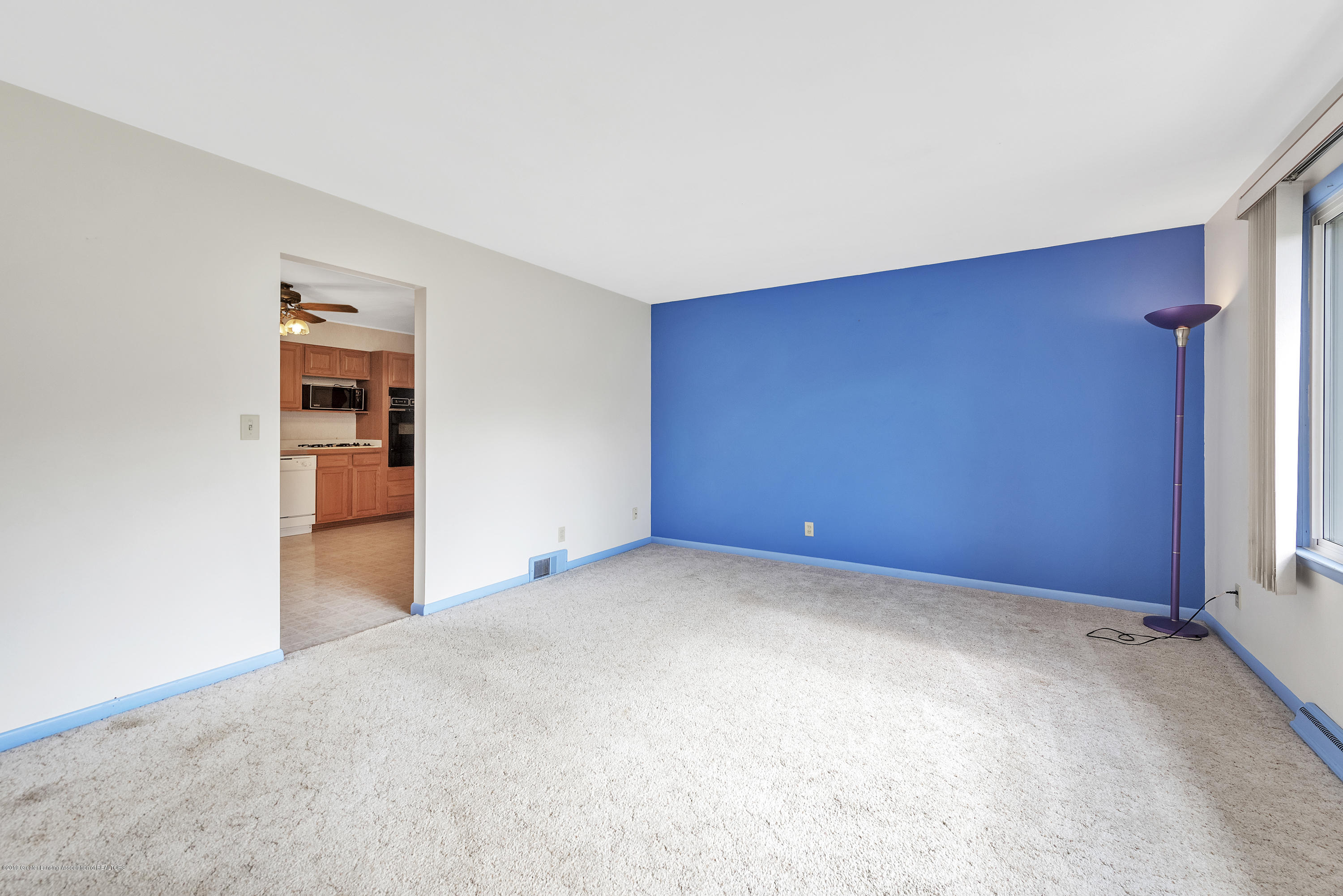 15742 Mayfield Dr - Living Room - 3