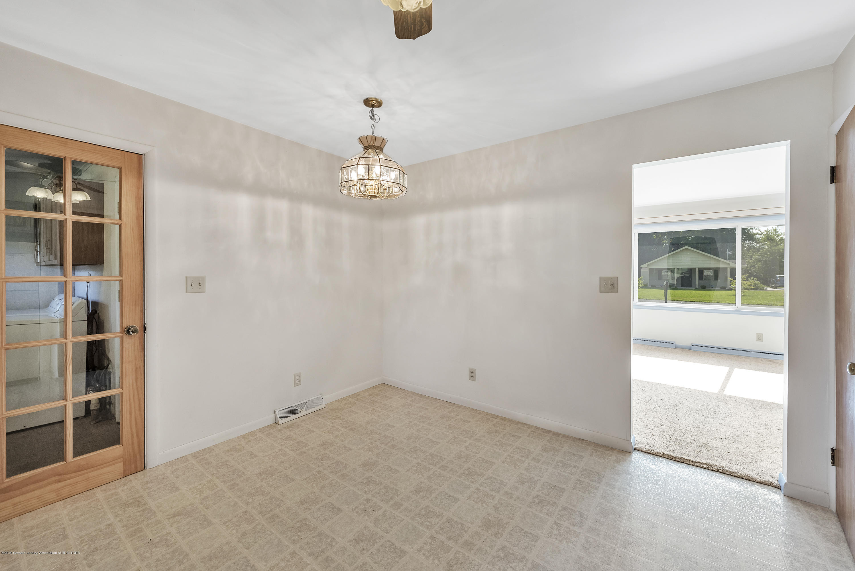 15742 Mayfield Dr - Dining Space - 6