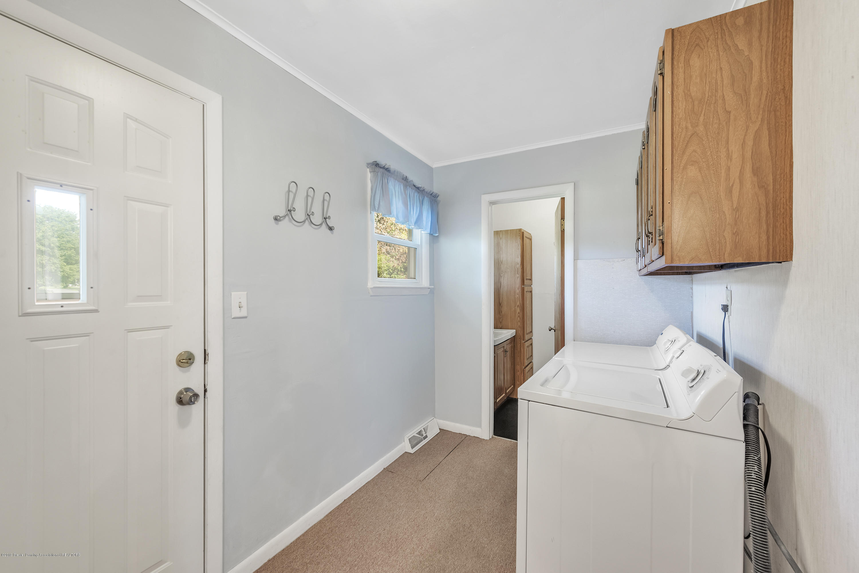 15742 Mayfield Dr - Mudroom / Laundry - 9