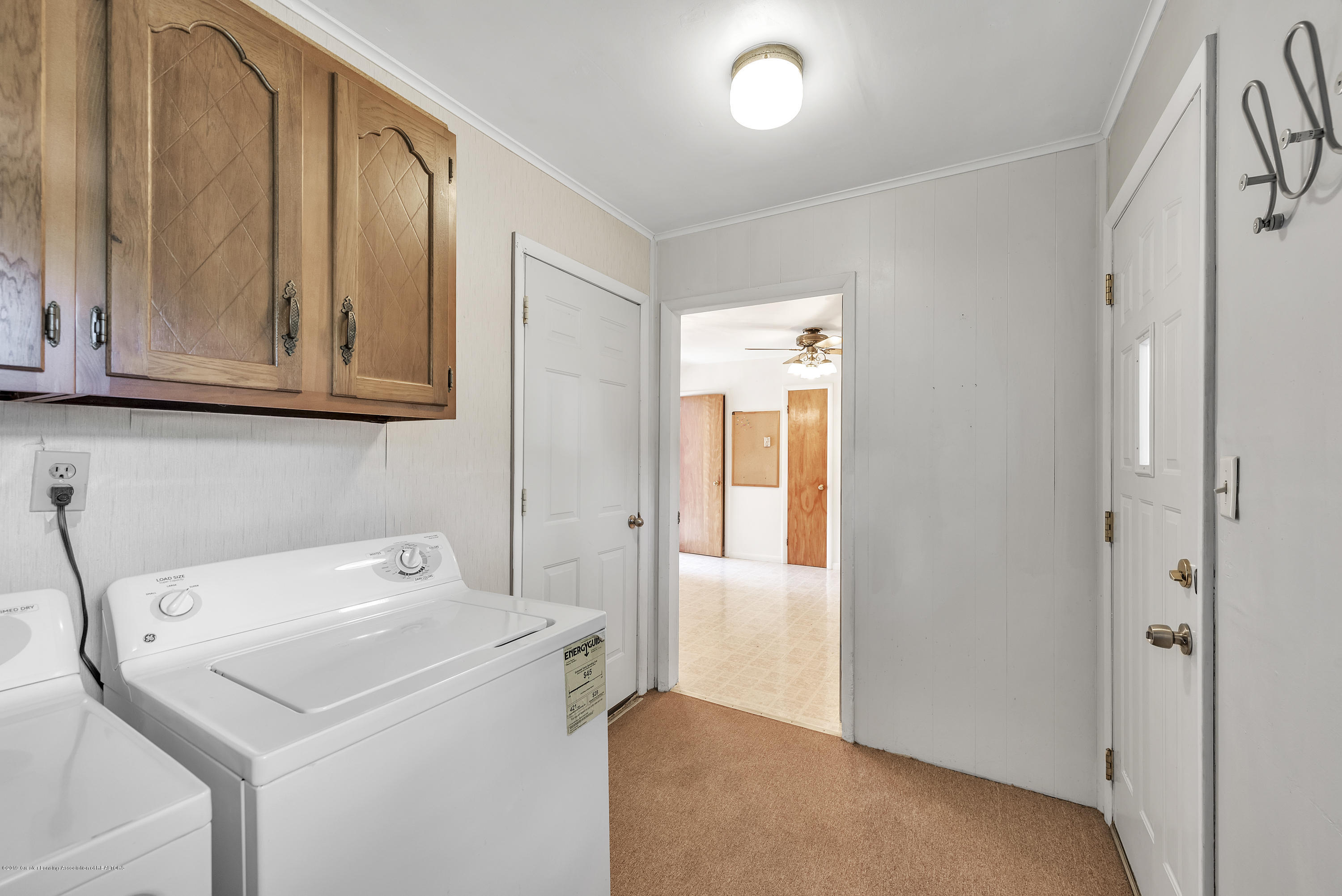 15742 Mayfield Dr - Mudroom / Laundry - 10