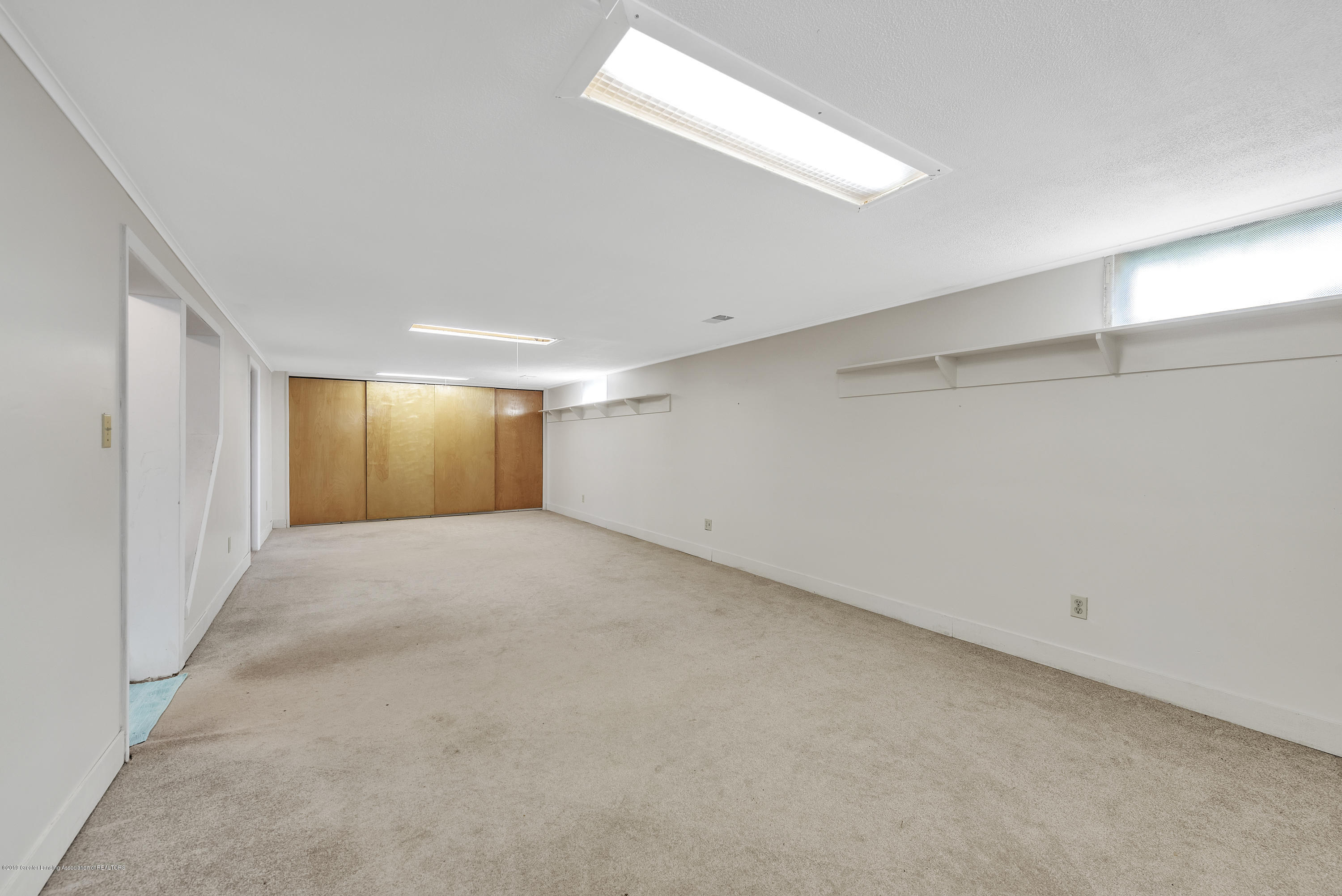 15742 Mayfield Dr - Basement Family Room - 22