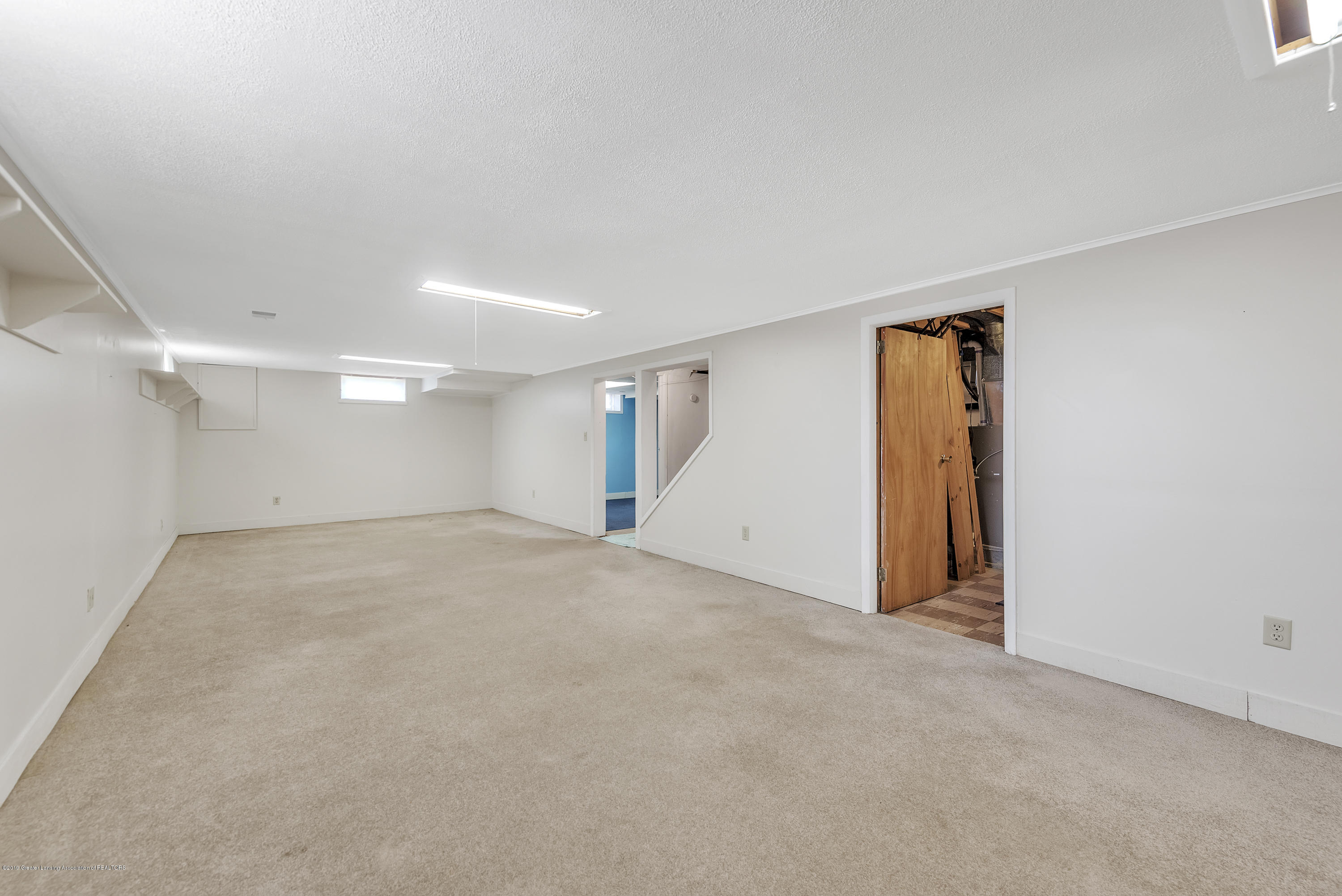 15742 Mayfield Dr - Basement Family Room - 23