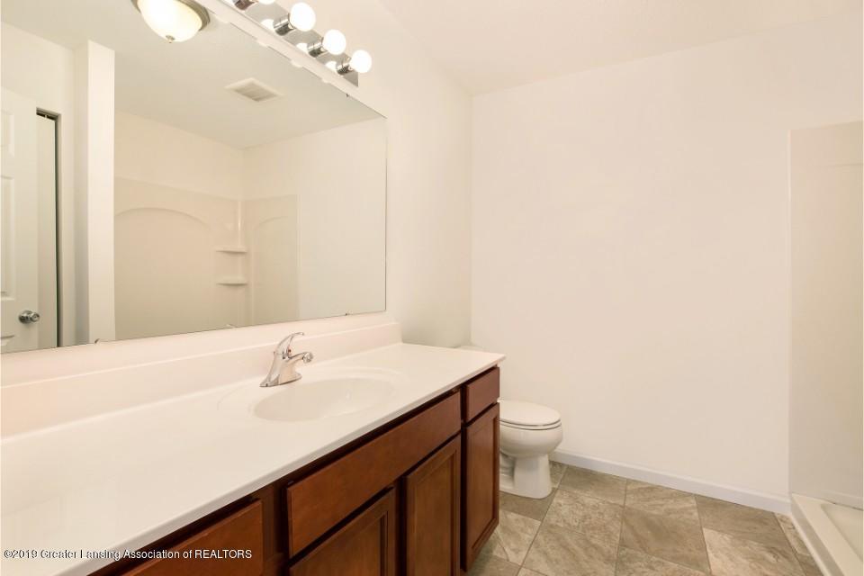 1013 Chesham - MDE022-E1600-Master Bath - 10