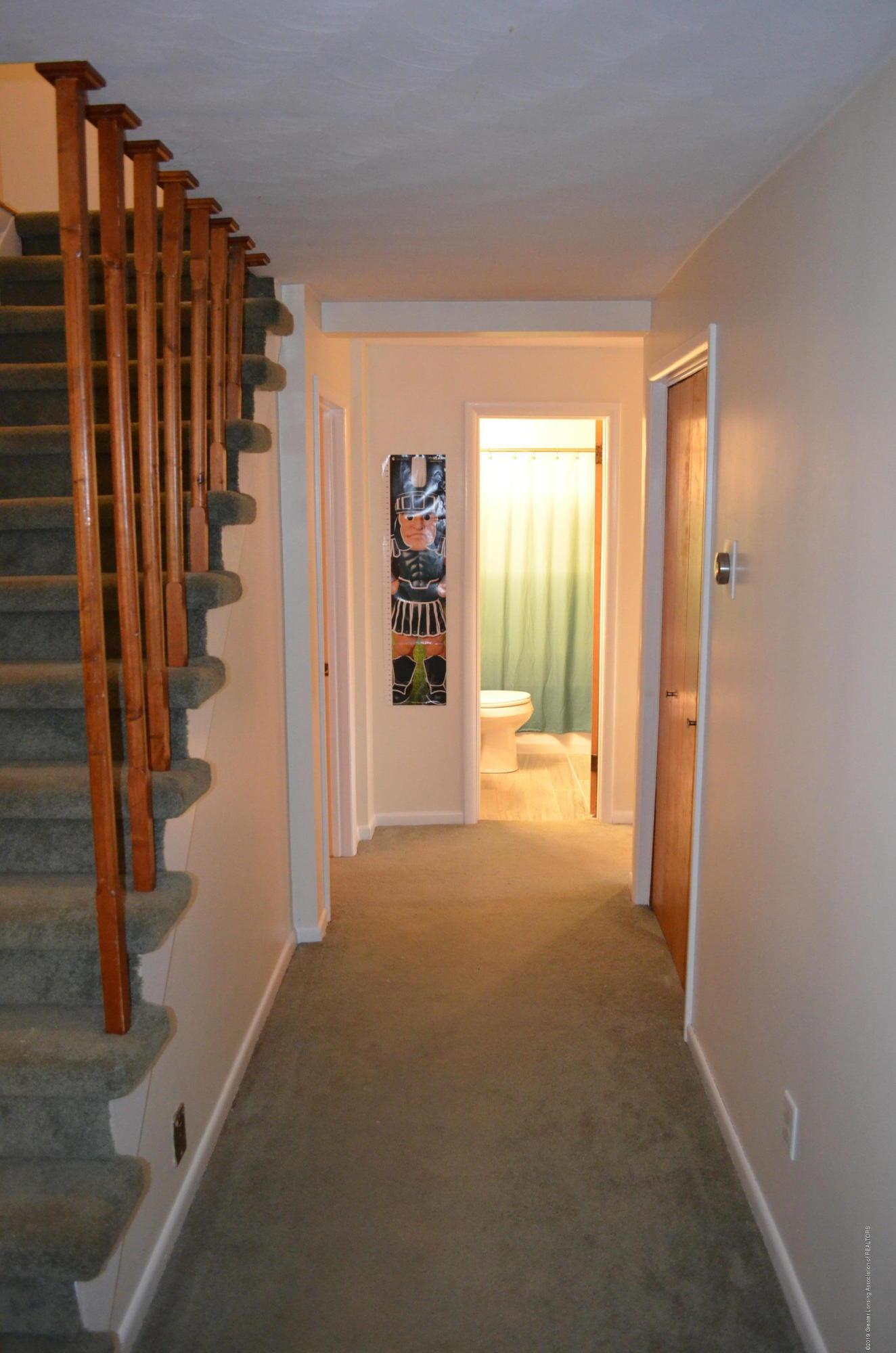 5815 E Mt Hope Hwy - Hallway - 22