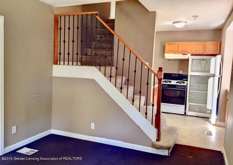 619 S Magnolia Ave - Living Room / Kitchen - 6